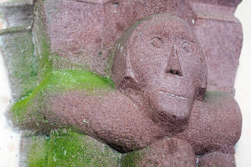Figur an einer Säule des Kreuzgangs, 31.12.2014